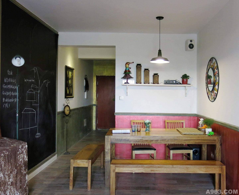 小孩房多功能双层床设计,让收纳与使用达到最大发挥空间;5.